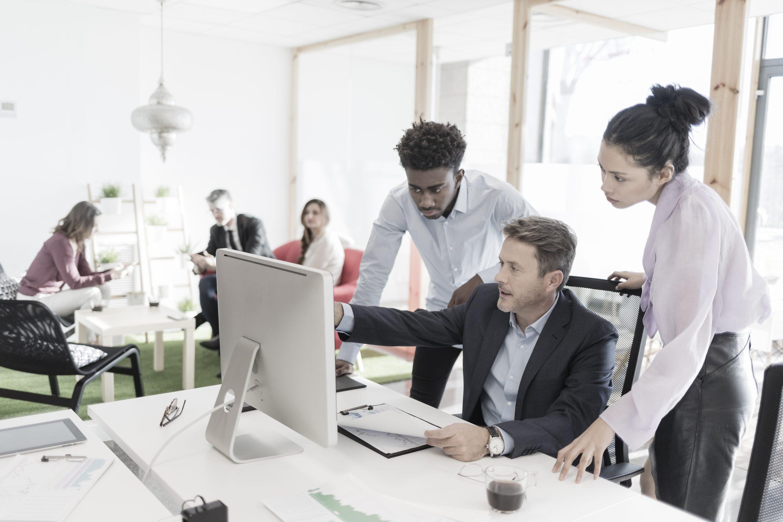 Teamwork im Büro, Symbolbild