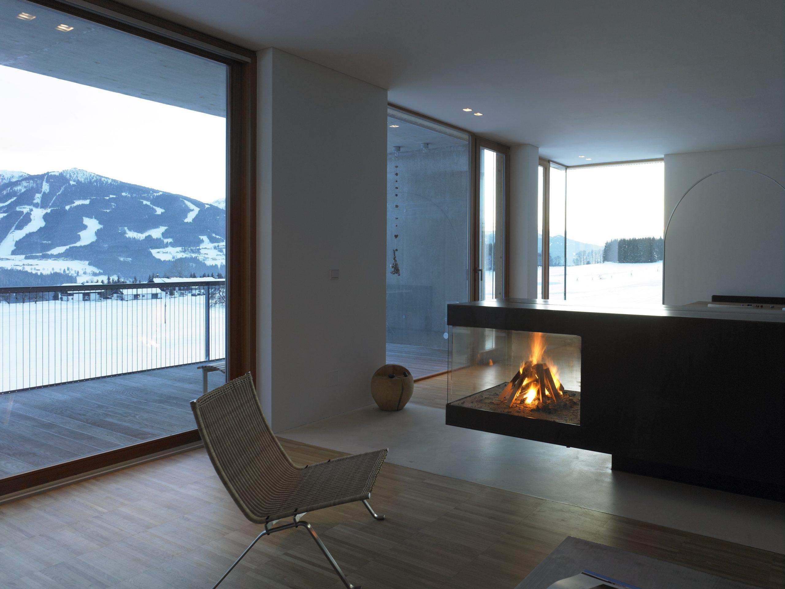 Glas schafft Wohlfühlatmosphäre und hält die Kälte des Schnees draußen