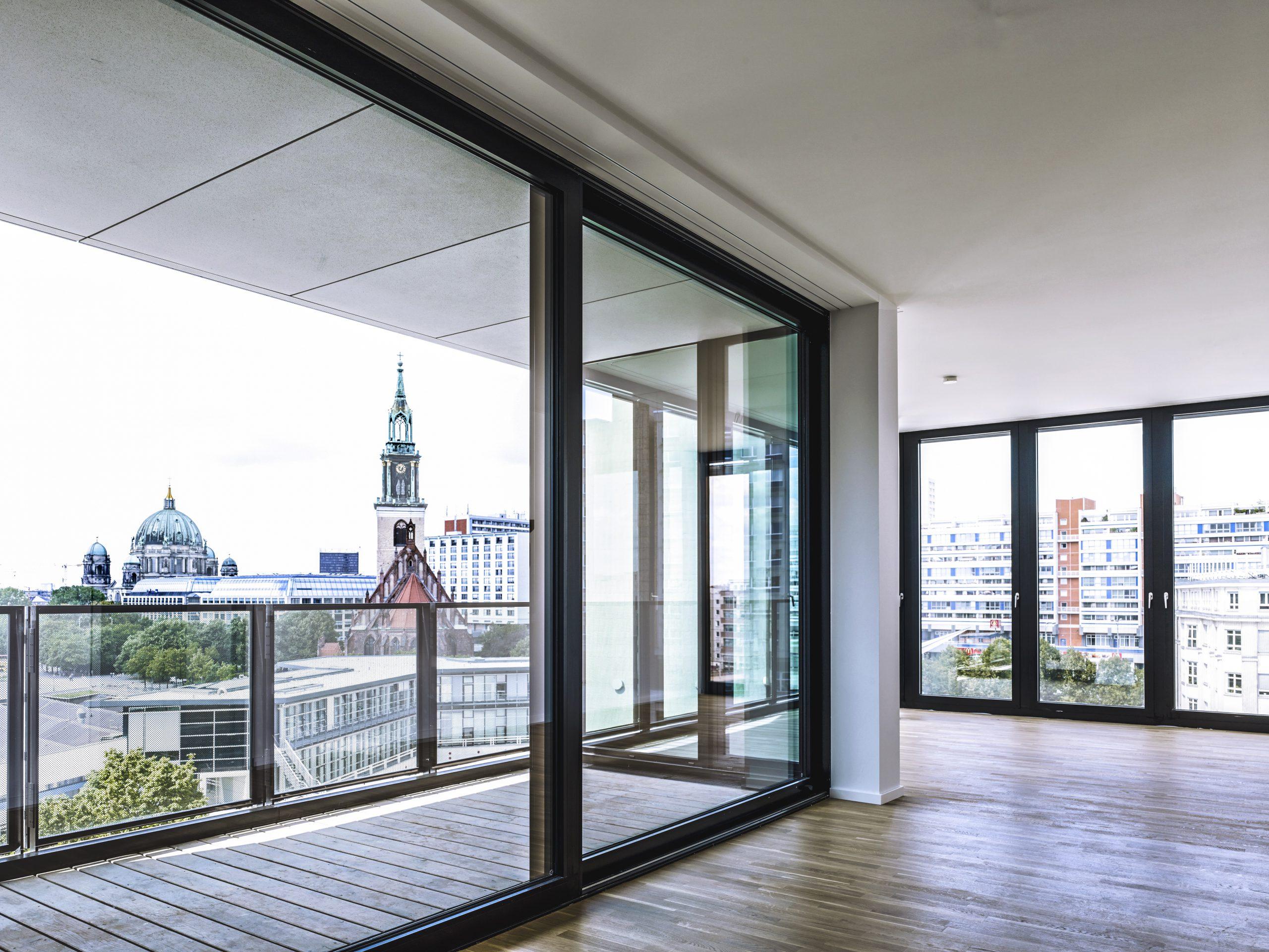 Alea Shopping Center Berlin, Große Glasfenster mit Isolierglas zum Öffnen
