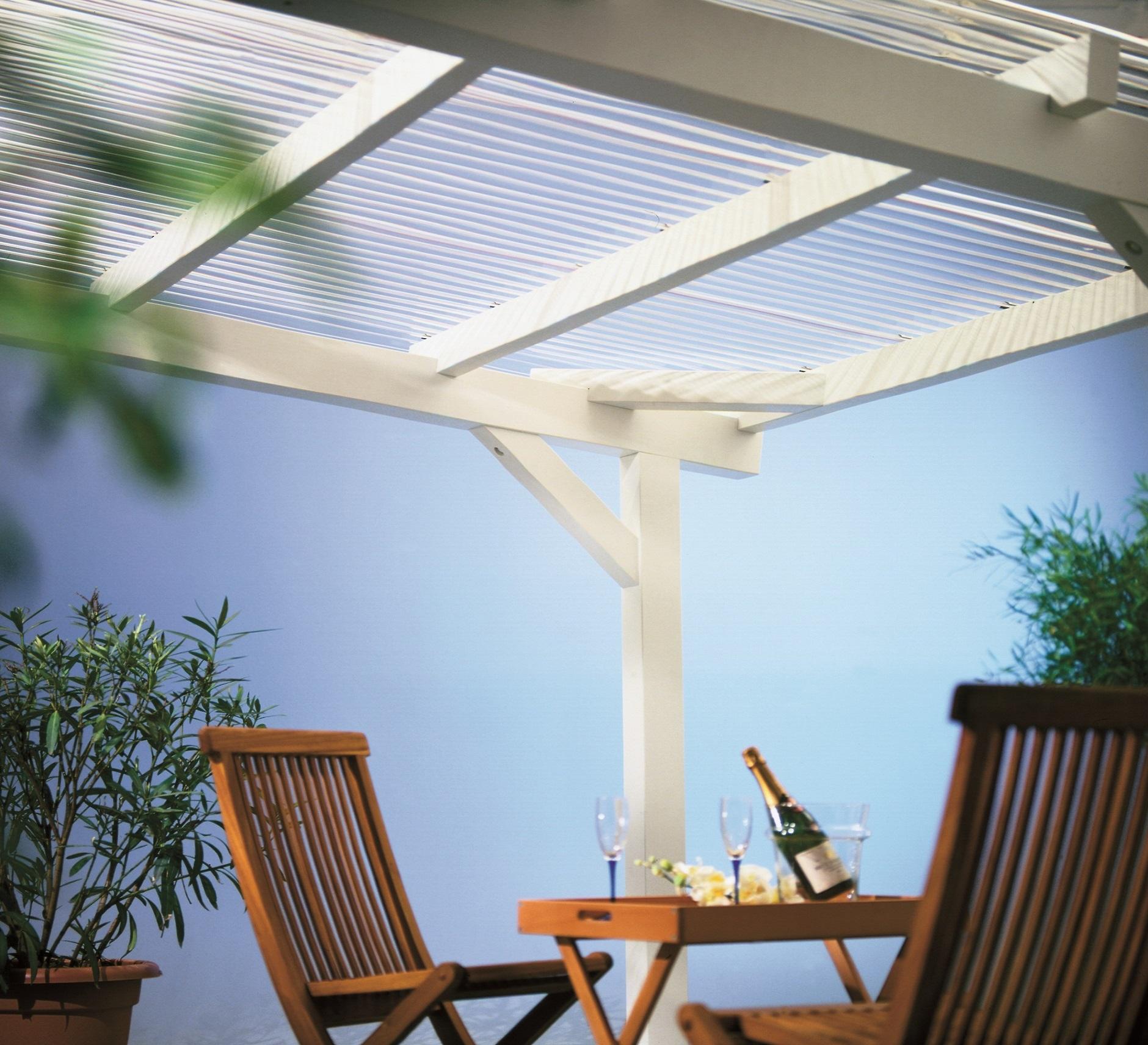 PLEXIGLAS® Wellplatten als Terrassenüberdachung